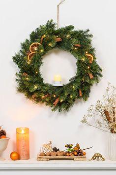 Christmas Flowers, Christmas Mood, Vintage Christmas, Christmas Wreaths, Christmas Decorations, Christmas Ornaments, Couronne Diy, Seasonal Decor, Holiday Decor