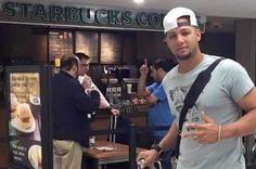 Dicen que una foto habla más que mil palabras,  y unas cuantas ubicaban a Yuliesky Gourriel en el aeropuerto de Miami,  uno de los puntos desde donde intentará el sueño de las Grandes Ligas.
