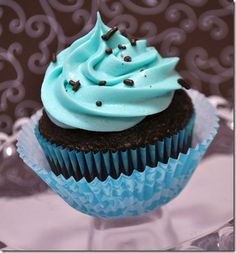 BROWN AND BLUE CUPCAKES  http://theautocrathaley.blogspot.com/2011/08/brown-blue-cupcakes.html#