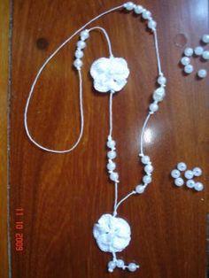 colar com flor de croche na cor branca - coleção primavera colar linhas,fio encerado,missangas croche,montagem
