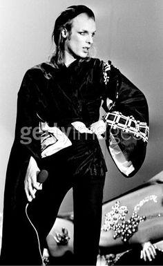 Brian Eno. S)