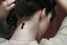 adorable keyhole neck tattoo. placement is cute, but instead of solid black place a picture within the keyhole. #keyhole #neck #tattoo