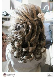 Five simple but fun hairstyles to go to school in style - - Flower Girl Hairstyles, Fancy Hairstyles, Little Girl Hairstyles, Wedding Hairstyles, Wedding Hair Flowers, Flowers In Hair, Hair Wedding, Pagent Hair, Communion Hairstyles