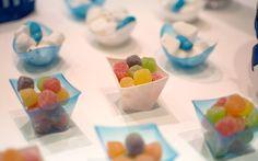 Jujubas em potinhos dão um ar colorido à mesa de doces. Foto: Divulgação/Funny Art