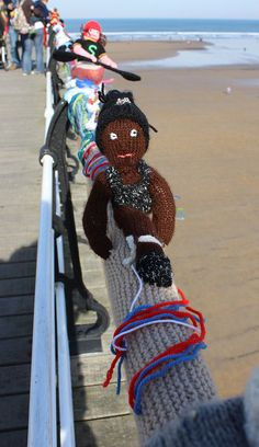 Guerilla knitting at Saltburn by the sea - I totally dig this!
