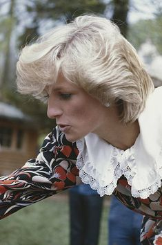 Diana w light blonde hair. The Princess of Wales circa 1982 Lady Diana Spencer, Real Princess, Princess Of Wales, Kate Middleton, Princess Diana Memorial Fountain, Nora, Princess Diana Pictures, Light Blonde Hair, Diana Fashion