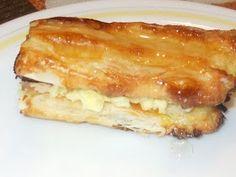 Ingredientes:     hojaldre LA COCINERA  1 huevo batido  azucar    para la crema de mantequilla   250g de mantequilla con sa...