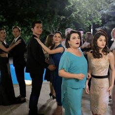 Esra Dermancıoğlu'na Alchera'yı tercih ettiği için teşekkür ederiz. Siz de bu elbiseyi beğendiyseniz www.alchera.com'a tıklayarak daha yakından görebilirsiniz.