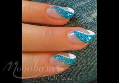 Kék csillámos, lakk zselés köröm: Lakkzselé, csillámpor, akril festék, Fehér, kék