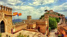 Die Burg Xativa in der Provinz Valencia in Spanien ist eine der Top Sehenswürdigkeiten und Ausflugsziele auch von Alicante und Torrevieja aus.