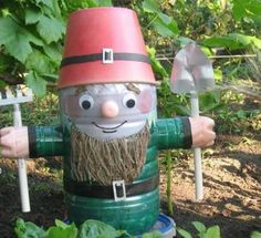 Поделки для сада: Гномики из пластиковых бутылок - каталог статей на сайте - ДомСтрой