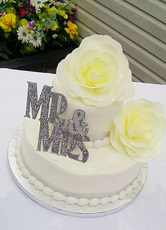 Beautiful cake So cheep and easy Sams Club cake and flowers from