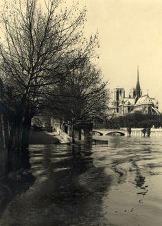 Paris, Circa 1960 Vue des Quais Inondés