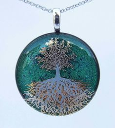 Hey, I found this really awesome Etsy listing at https://www.etsy.com/listing/237444758/22ct-gold-and-white-tree-of-life-pendant