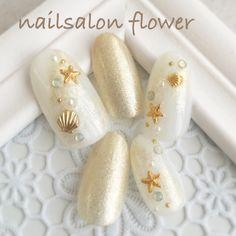 ネイル 画像 nailsalon flower 井土ヶ谷 1593842 ゴールド 白 ワンカラー マリン シェル 夏 海 リゾート デート ソフトジェル ハンド ミディアム