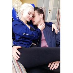 dove cameron and her boyfriend thomas doherty Thomas Doherty, Dove And Thomas, Les Descendants, Dove Cameron Style, Taylor Caniff, Cameron Boyce, Celebs, Celebrities, Celebrity Couples