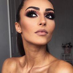 Discover these dark eye makeup Image# 8636 Eye Makeup Images, Dark Eye Makeup, Eye Makeup Tips, Eyebrow Makeup, Natural Makeup, Dark Makeup Looks, Sexy Eye Makeup, Makeup Ideas, Kiss Makeup