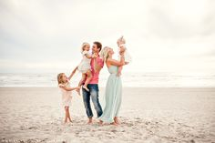 How to Take Good Beach Photos Family Beach Portraits, Family Beach Pictures, Family Portrait Photography, Family Posing, Beach Photography, Beach Photos, Family Photographer, Family Pics, Lifestyle Photography