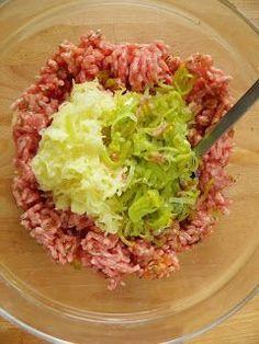 Zgodzicie się ze mną, że kotlety mielone to jeden z najpyszniejszych obiadów? Pewnie dlatego mam na blogu ponad 10 sposobów na ich przygotow... Healthy Potato Recipes, Pork Recipes, Chicken Recipes, Cooking Recipes, Lunches And Dinners, Meals, Great Recipes, Dinner Recipes, Plat Simple