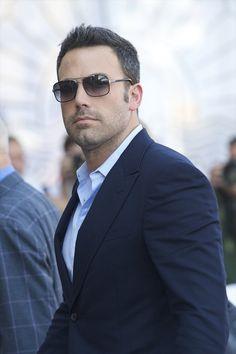 Ben Affleck sunglasses look Ben Affleck, Gorgeous Men, Beautiful People, Oscar 2017, Actrices Hollywood, Hommes Sexy, Sharp Dressed Man, Toms, Famous Men