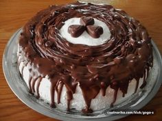 Čaká vás nejaká narodeninová oslava, či rodinné posedenie? Niečo podobné som absolvovala tento víkend. Veľmi rada pripravujem torty a koláče, do ktorých ide mascarpone. Je to lahodný a chutný krémový