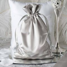 How will you thank your beloved guests for attending your wedding? Be inspired by these awesome wedding favors (as featured on MODwedding) that your guests will love! Champagne Wedding Favors, Wedding Reception Favors, Handmade Wedding Favours, Elegant Wedding Favors, Edible Wedding Favors, Wedding Favor Bags, Unique Wedding Favors, Party Favor Bags, Gifts For Wedding Party