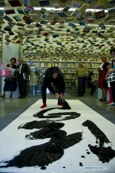 Chinese artist Wang Dongling performing Chinese calligraphy at Istanbul Modern Art Museum