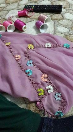 Best Crochet Patterns and Writing Edges In I would like to present you with 125 writing edge 2 Crochet Borders, Crochet Patterns, Hand Embroidery Videos, Piercings, Needle Tatting, Moda Emo, Bargello, Lace Flowers, Womens Scarves