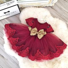 A lovely burgundy tulle and lace dress with a gold bow - perfect for any special occasion! This Burgundy Party Dress is offered by Itty Bitty Toes, Children's boutique shop! Fashion Kids, Baby Girl Fashion, Gq Fashion, Fashion Outfits, Burgundy And Gold Dress, Flower Girl Dresses Burgundy, Red Gold, The Dress, Baby Dress
