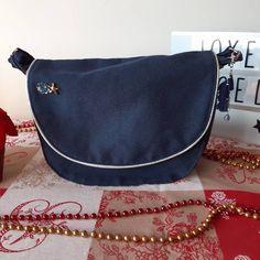 Sylvie sur Instagram: Maintenant qu'ils sont tous offerts, je vous montre les sacs #sacotin faits pour Noël. Deux besaces #sacotinmusette une en simili et…