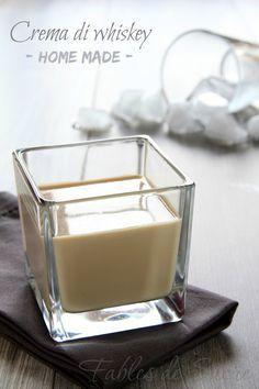 Questa crema di whiskey fatta in casa senza cuocere nulla vi stupirà per la sua semplicità, e vi lascerà a bocca aperta per la sua bontà. Irrinunciabile!