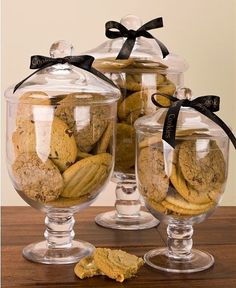 Create a cookie bar at your next wedding using apothecary jars of cookies. diy food good ideas Apothecary Jar of Cookies Cookie Bar Wedding, Wedding Cookies, Dessert Wedding, Buffet Wedding, Party Buffet, Wedding Favors, Wedding Decorations, Fall Home Decor, Autumn Home