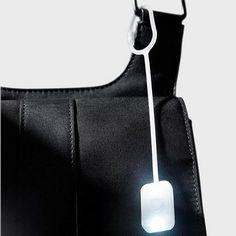 Φωτάκι τσάντας, το Baglight της LEXON είναι απόλυτο must have αξεσουάρ για την τσάντα ή το σακίδιο σας, που σας λύνει τα χέρια.