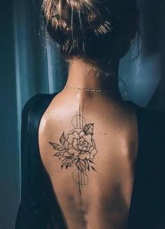 tattoo tattoo tattoo ideas tattoo ideas tattoo designs tattoo designs tattoo art tattoo art Beauty of Shoulder tattoo Beauty of back tattoo Mini Tattoos, Flower Tattoos, Body Art Tattoos, Small Tattoos, Henna Back Tattoos, Tattoo Art, Feminine Back Tattoos, Tatoos, Woman Tattoos