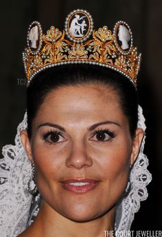 Royal Tiaras: Crown Princess Victoria of Sweden wears the Cameo Tiara on her wedding day Royal Tiaras, Royal Jewels, Tiaras And Crowns, Crown Jewels, Royal Diamond, Diamond Tiara, Princess Victoria Of Sweden, Crown Princess Victoria, Royal Brides
