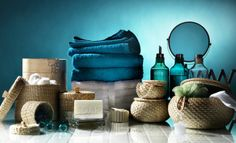 Organize everything in your bathroom and add a few decorative details to it!