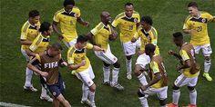 Pablo Armero y James Rodríguez lideran las coreografías de 'salsa choke' en la Selección Colombia.