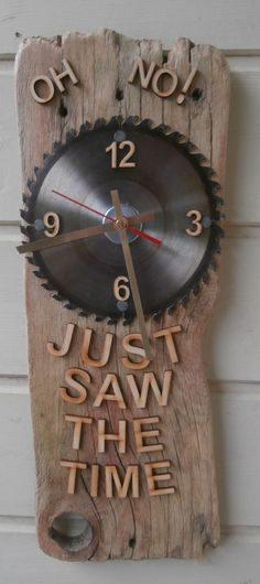 Driftwood Clock featuring circular saw blade clock face #woodcraftprojects