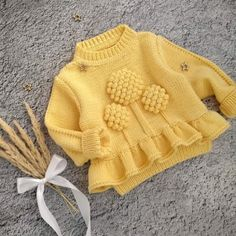 No photo description available. Baby Cardigan Knitting Pattern Free, Crochet Baby Cardigan, Knit Baby Sweaters, Baby Romper Pattern, Baby Outfits, Toddler Outfits, Kids Outfits, Pull Bebe, Baby Coat