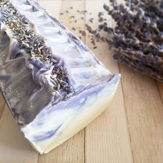 """Lavender & Borage soap made exclusively with organic ingredients (even the flowers on the top yep), as well as pure unrefined cold pressed oils and butters.Customer reviews:.""""This soap is beautiful and smells amazing. Left my skin feeling wonderful. The store has great customer service and the seller is very friendly. Will be buying again."""" (Laura on Etsy).""""Quel parfum ! J'ai adoré le soin avec lequel ce savon a été conçu. Que ce soit pour le design (les couleurs/les formes/les motifs) que"""