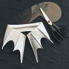 Adornos Halloween, Halloween Diy, Diy Clothing, Sewing Clothes, Diy Fashion, Ideias Fashion, Fashion Jewelry, Gothic Vampire, Vampire Bat