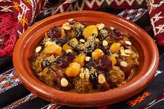 Бараньи голяшки с фруктами по-мароккански: stalic