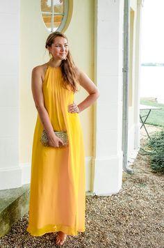 Mein gelbes Kleid als Hochzeitsgast Outfit auf dem Blog