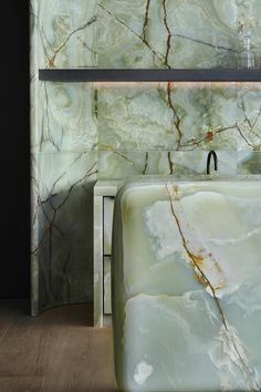 From pink marble bathrooms to green onyx kitchens, it appears that bold, unique marble is making a comeback. Bathroom Interior Design, Kitchen Interior, Interior Architecture, Interior And Exterior, Küchen Design, House Design, Pink Marble, Green Marble Bathroom, Onyx Marble