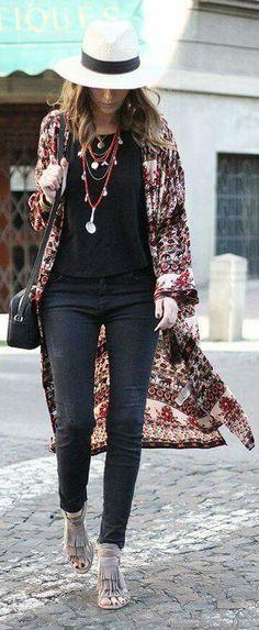 20 Looks con Kimonos para sacar tu estilo bohemio de ciudad que llevas dentro Love this boho style…no hat, and the length may be a [. Look Fashion, Trendy Fashion, Fashion Trends, Fashion Spring, Boho Fashion Winter, Fashion Check, Fashion Styles, Womens Fashion, Boho Outfits