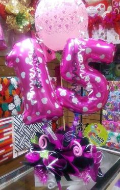 10 ideas de arreglos de 15 años Creative Gifts, Birthday Candles, Candy, Ideas, Vestidos, Candy Arrangements, Sweets, Thoughts, Candy Bars