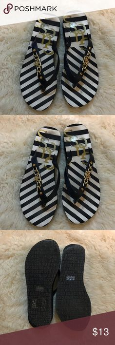 Guess navy striped sandals Like new guess Flip flops size 7 Guess Shoes Sandals