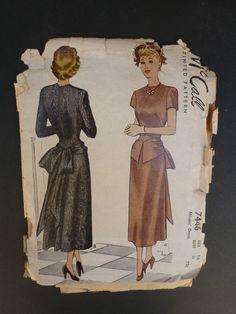1940 McCall modello 7446 abito femminile taglia 14 di BlueBlueIndigo su Etsy https://www.etsy.com/it/listing/203356733/1940-mccall-modello-7446-abito-femminile