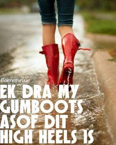 botas de agua mujer lluvia - Rodilla o Media pierna / Caucho / Zapatos para muje.: Zapatos y complementos I Love Rain, No Rain, Walking In The Rain, Singing In The Rain, Red Rain Boots, Rubber Rain Boots, Red Wellies, Rainy Night, Rainy Days