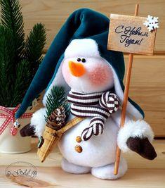 Snowman Christmas Decorations, Snowman Crafts, Cute Crafts, Christmas Snowman, Diy And Crafts, Christmas Crafts, Christmas Ornaments, Holiday Decor, Sock Dolls